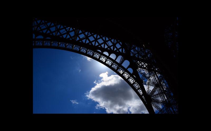 PARIS, la incomparable y romántica cuna de la Luz, y del horror